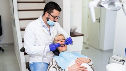 Dents : des chercheurs développent un gel capable de générer de l'émail