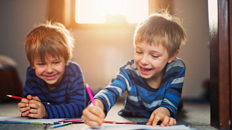 Avoir un grand frère serait associé à un développement plus lent du langage