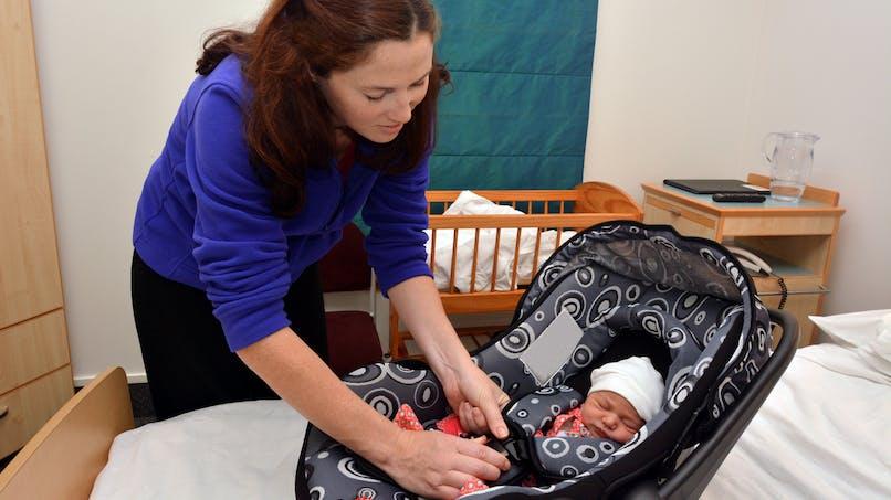 Siège-auto : pourquoi il ne faut pas y laisser bébé trop longtemps