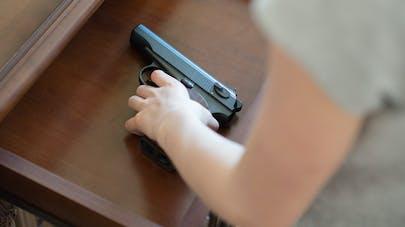 enfant et arme à feu