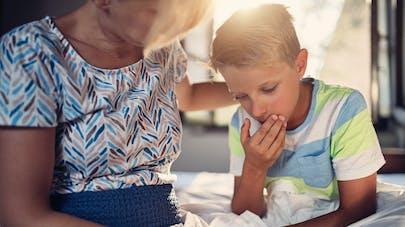 Vomissements chez l'enfant : les différentes causes