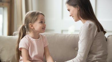 Sexualité : pourquoi c'est important d'en parler avec son enfant