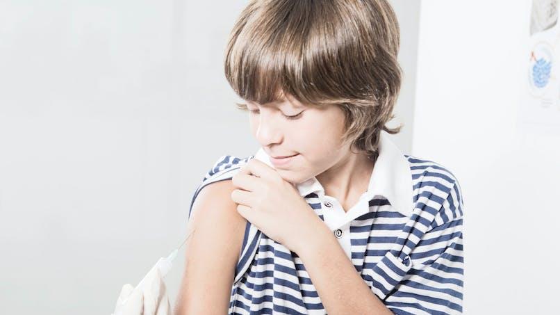 Vaccination contre le papillomavirus humain : l'Académie de médecine la conseille aux filles et aux garçons