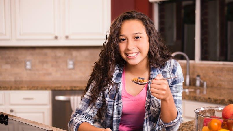 Petit-déjeuner : les ados qui le sautent ont plus de risques d'obésité