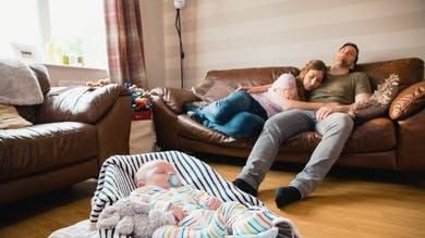 Les 20 sources de stress des jeunes parents une fois que bébé est là