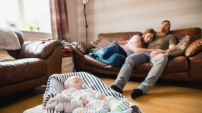 parents fatigués et bébé