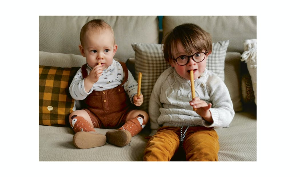 deux petits garçons