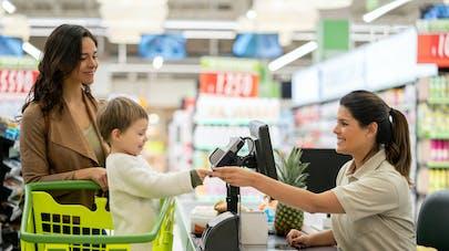 enfant et supermarché