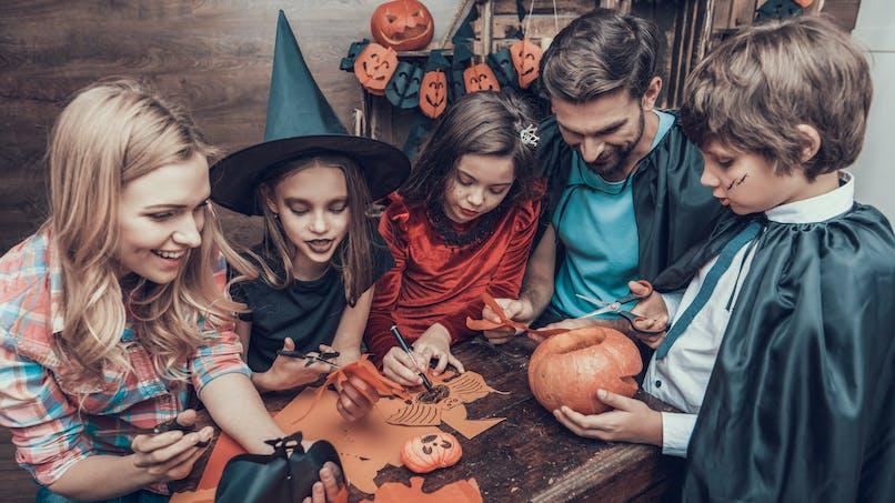 """Halloween : elle fabrique un costume """"sans tête"""" à sa fille avec trois fois rien (photo)"""