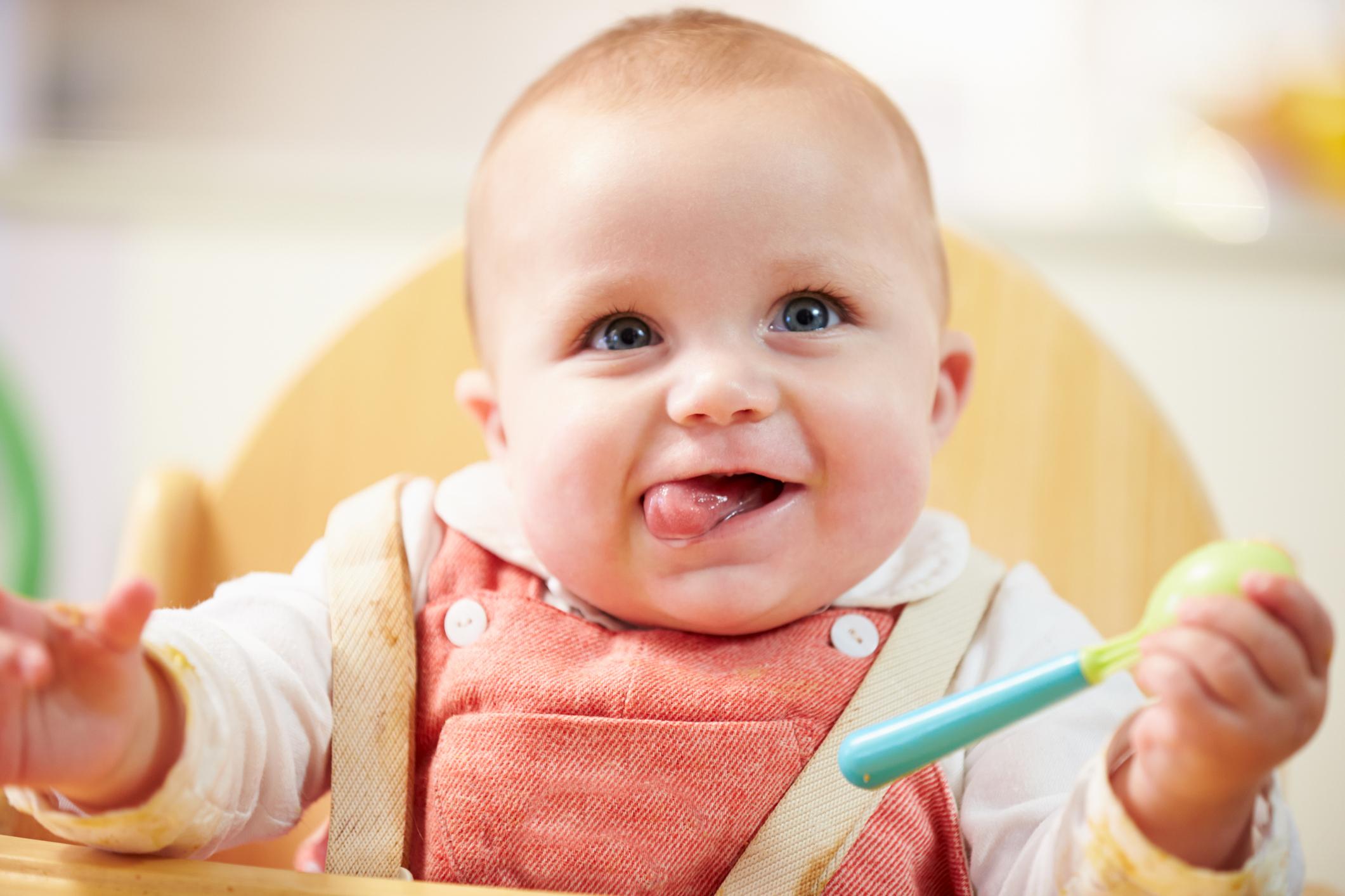 Bien choisir la chaise haute en bois de bébé |