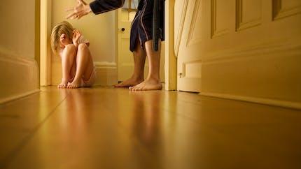 Maltraitance infantile: 3 types de conséquences sur l'enfant