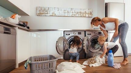 L'apprentissage des tâches ménagères encore trop genré chez l'enfant
