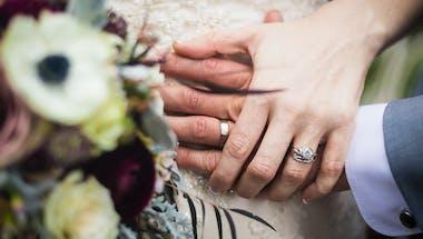 Couple: ils se marient à la maternité