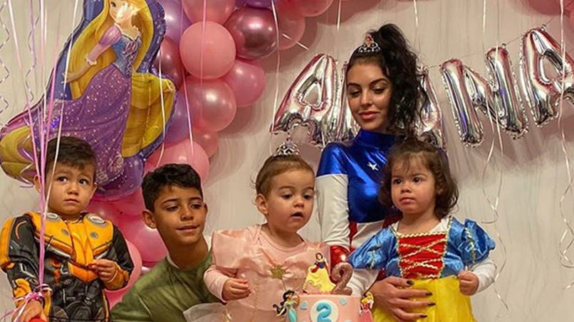 Cristiano Ronaldo, Valérie Damidot, M Pokora... le diapo des people en famille