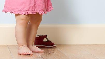 Enfant pieds nus