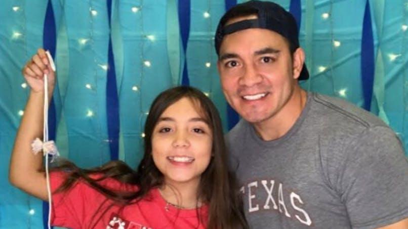 Ce papa raconte comment il a soutenu sa fille la première fois qu'elle a eu ses règles