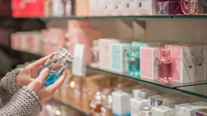 """Une moyenne de 22 allergènes dans les flacons de parfum, alerte """"60 millions de consommateurs"""""""