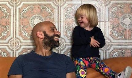Italie : un père célibataire adopte une enfant trisomique après qu'elle ait essuyé 20 refus