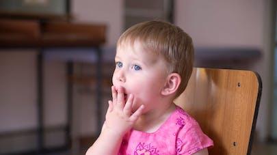 Bébé tousse, comment soigner la toux de bébé?