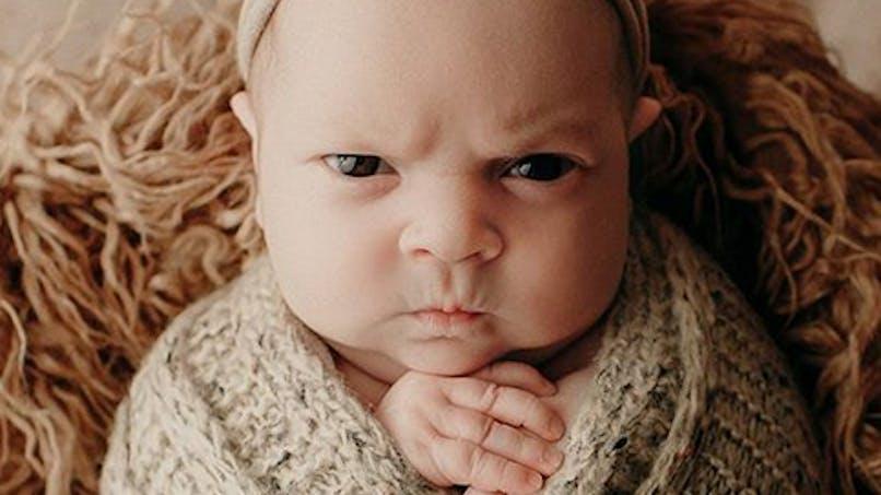 Ce bébé boude pendant sa séance photo, le résultat est génial !