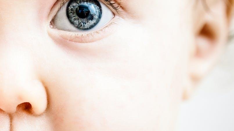 Vue de Bébé : prévenir et détecter les problèmes oculaires chez votre enfant