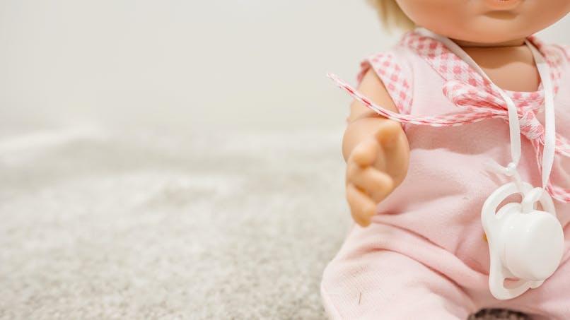 Poupons et jeu en bois : deux produits rappelés du fait d'un risque d'asphyxie pour le bébé