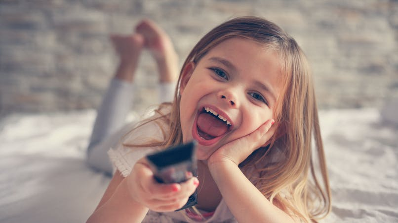 La télévision est l'habitude de vie la plus associée à l'obésité chez l'enfant