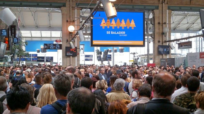 Grève des transports: une femme accouche dans une gare de RER