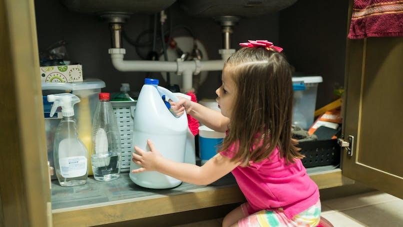 Produits ménagers : un danger pour les yeux des enfants