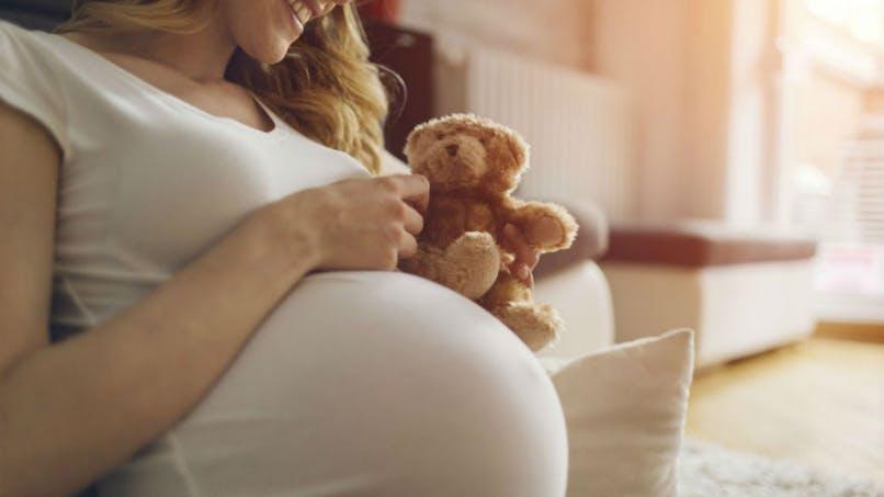 Femmes enceintes et jeunes enfants : comment réduire les risques alimentaires pendant les fêtes ?