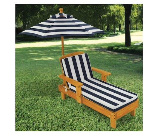 La chaise longue avec parasol