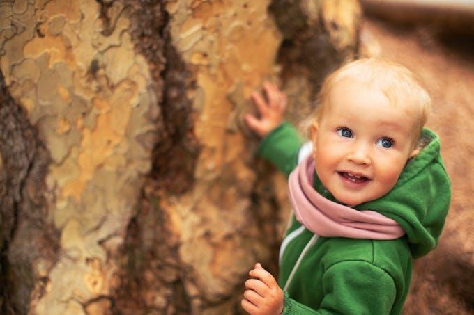 Bébé aux yeux bleus
