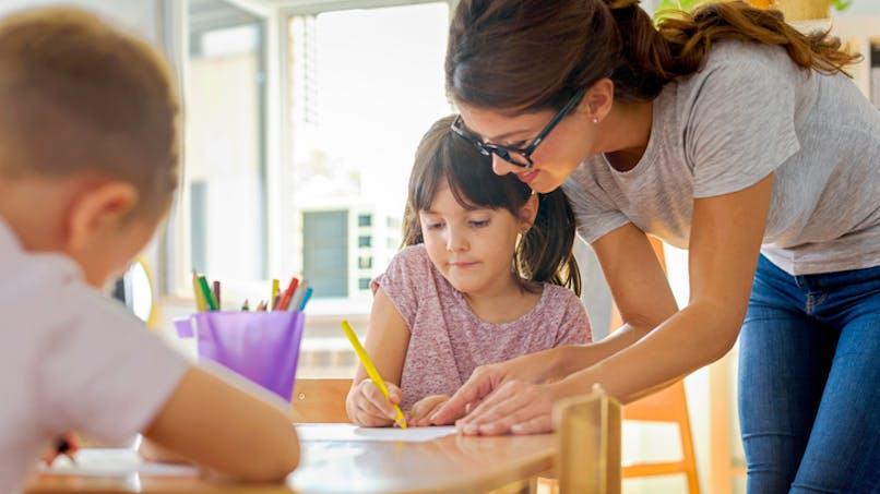 Enfants: croire en leurs efforts et les mettre en avant favorise la réussite scolaire