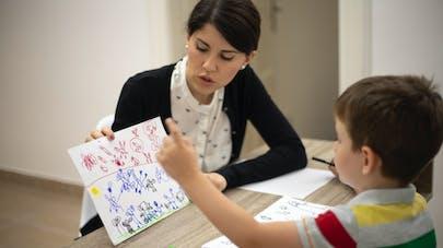 Les enfants associeraient pouvoir et masculinité dès l'âge de 4 ans selon une étude du CNRS.