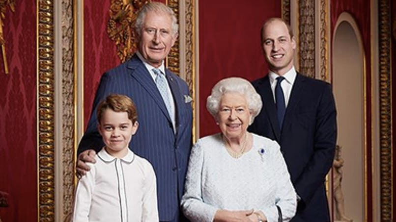 Le prince George a enfin le droit de porter des pantalons: savez-vous pourquoi?
