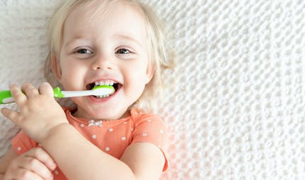 Bébé : on prend soin de ses dents !