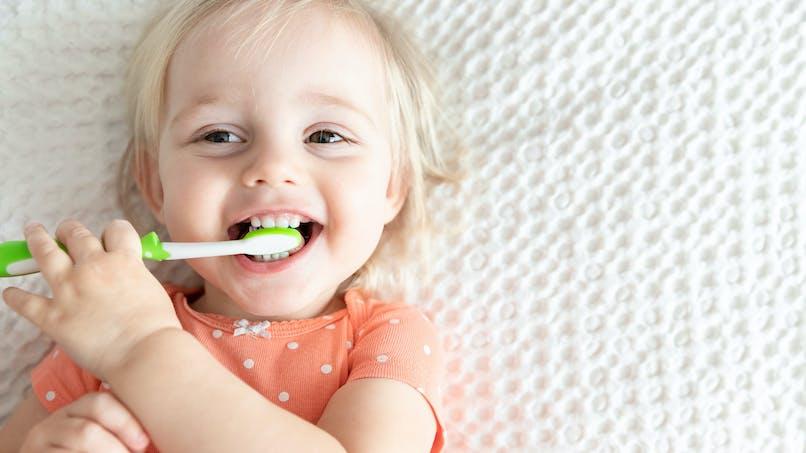 Bébé : on prend soin de ses dents !