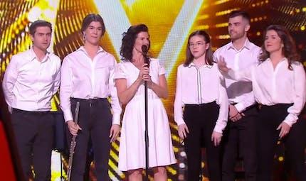 The Voice : Maria, chanteuse aveugle, fait sensation en arrivant sur scène avec ses cinq enfants