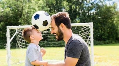 """Sport : en Ecosse, les enfants ne vont plus pouvoir faire de """"têtes"""" au foot"""