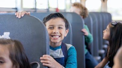 enfant dans un autobus