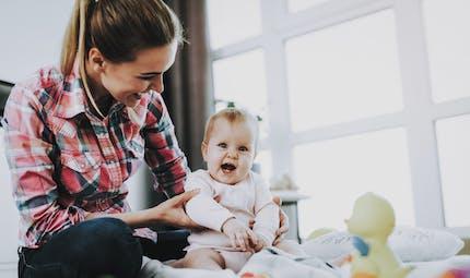 Baby-sitter : une mère confie son bébé à une jeune fille qui disparaît avec