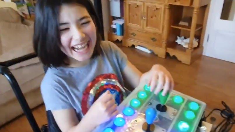 Un papa fabrique une manette de jeux vidéo spéciale pour sa fille handicapée