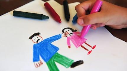 En Dordogne et dans le Rhône, deux enfants de 7 et 12 ans dénoncent des violences conjugales