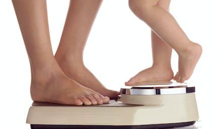 Pourquoi devenir parent fait prendre du poids ?