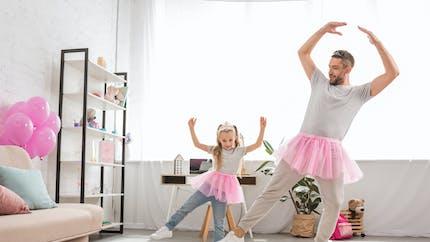 Un papa pose en tutu avec sa fille, la photo fait le buzz sur la toile