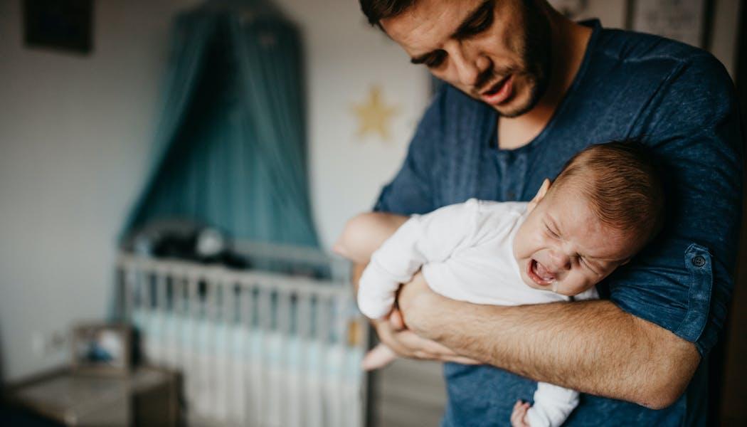 Coliques du nourrisson : conseils d'experts pour les soulager