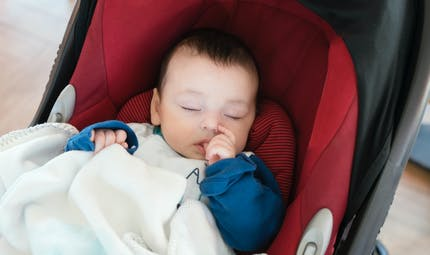 """L'étrange astuce de """"réalité virtuelle"""" d'une maman pour endormir son fils de 18 mois"""