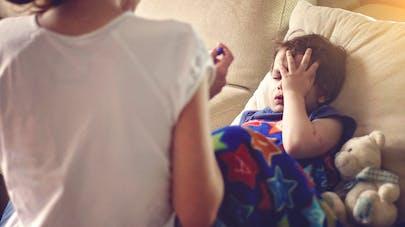 Des anti-vaccins conseillent une mère dont l'enfant est malade, celui-ci décède peu après