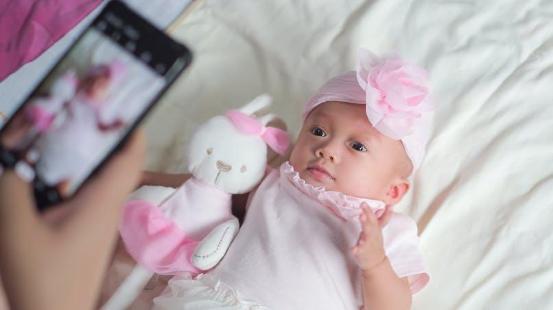 États-Unis : une fausse photographe tente de droguer une mère pour lui voler son bébé