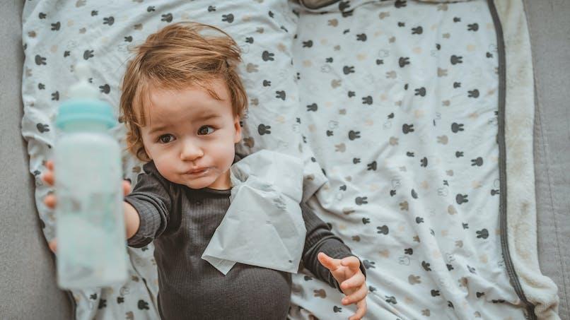 Bretagne : un bébé régurgite un ver, ses parents portent plainte contre une marque de lait infantile